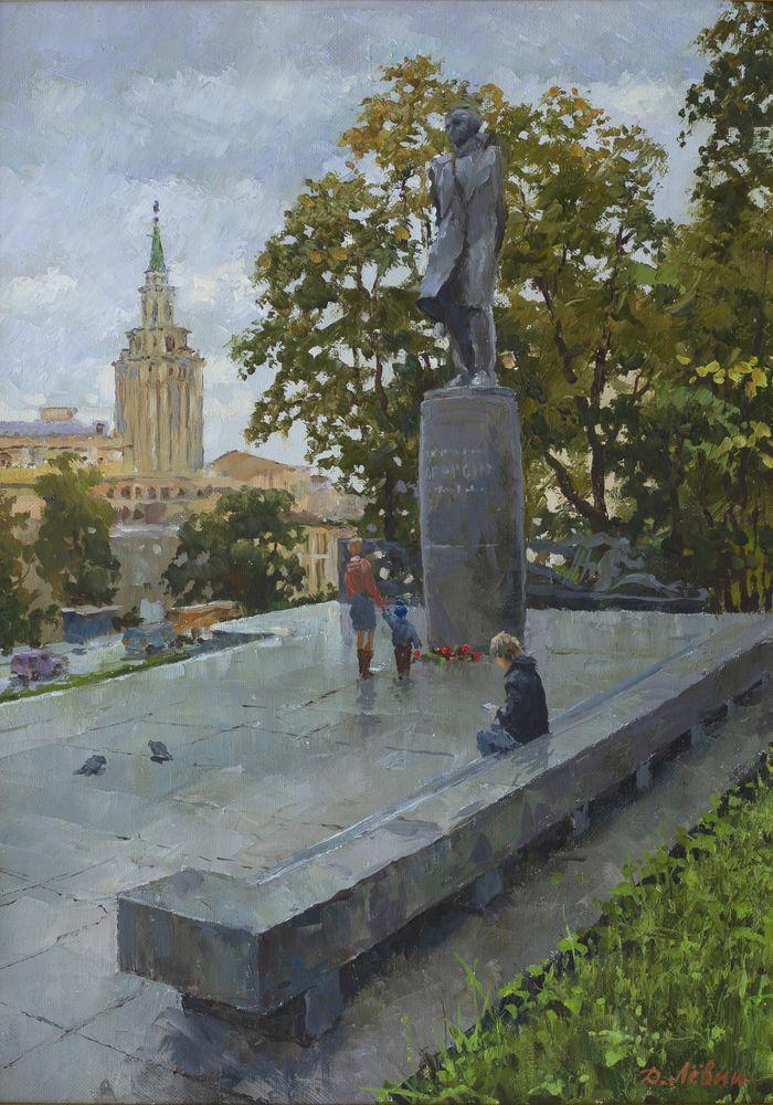 У памятника Лермонтову