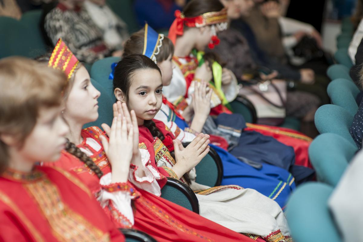mdn.ru/wp-content/gallery/tseremoniya-nagrazhdeniya-pobeditelej-vii-mezhregionalnogo-tvorcheskogo-festivalya-serebro-rozhdestva/DSC_8708.jpg