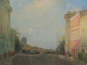 Улица Покровка в солнечно-серый день