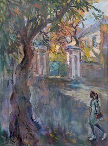 Старый вяз, старые ворота и юная леди на Новой Басманной