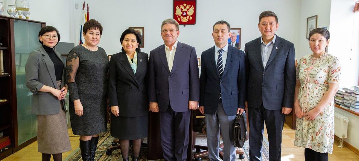 Рабочая встреча руководства ГБУ «МДН» с послом Киргизии в Российской Федерации Гульнарой-Кларой Самат